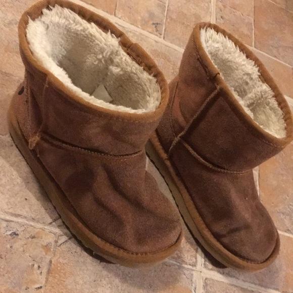 1dc5d24e3cf Ugg classic short chestnut boots size girls 3